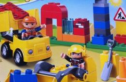 Ребенок в восторге от конструктора «Lego duplo Строительная площадка»