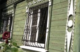 Брали пластиковые окна и решетки