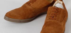 Как избавиться от пятен на замшевой обуви