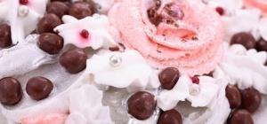 Как украшать торт розочками