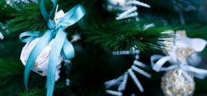 Как смастерить праздничное украшение для елки
