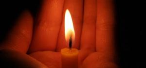 Почему пламя свечи устанавливается вертикально