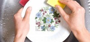 Как почистить тарелки