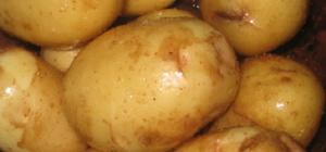Как запекать картошку в фольге в духовке