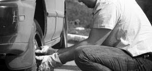 Как поменять колесо в машине