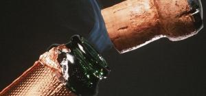 Как оформить бутылку шампанского