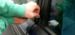 Как открыть дверцу в машине