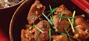 Как приготовить свинину тушеную