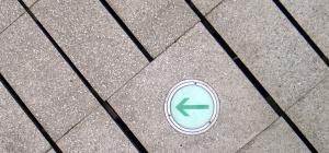Как найти нормальный вектор к плоскости