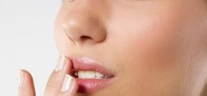Как избавиться от шелушения губ