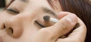 Как нужно красить глаза