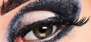Как красить глаза темными тенями
