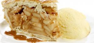 Как сделать яблочный пирог с мороженым и карамелью