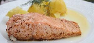 Как приготовить рыбу, запеченную в сметанном соусе с грибами