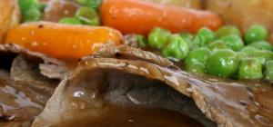 Как приготовить мясо с овощами в горшочках