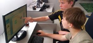 Как играть двумя клавиатурами