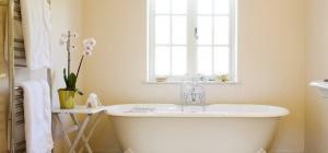 Дизайн и интерьер ванной комнаты на даче