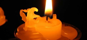 Как вывести пятна свечи с одежды