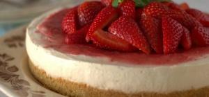 Как приготовить торт-мороженое с клубникой