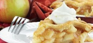 Как испечь быстрый пирог с яблоками