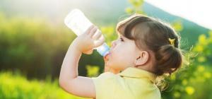 Какие напитки полезно пить маленьким детям