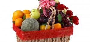 Как оформить фруктовую корзину в подарок