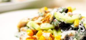 Как приготовить салат с консервированной кукурузой
