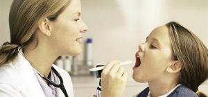 Как вылечить кашель и больное горло ребенку