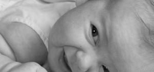 Что делать, если у новорожденного гноится глазик