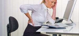 Что делать, если сильно болит поясница и кости ног