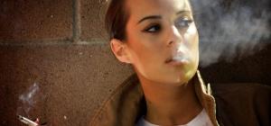 На что влияет курение у девушек