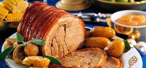 Как готовить свинину в духовке