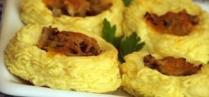 Картофельные гнездышки с шампиньонами и сыром