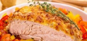 Куриные грудки под сметанно-чесночным соусом