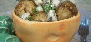 Картофельный салат с голубым сыром