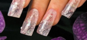 Наращивание ногтей акрилом: преимущества и недостатки