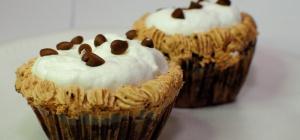 Можно ли есть сладкое кормящей маме? Мнение врачей
