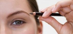 Как правильно покрасить брови