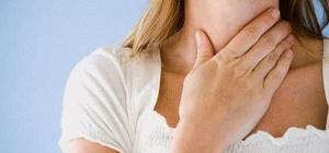 Почему болит горло при глотании