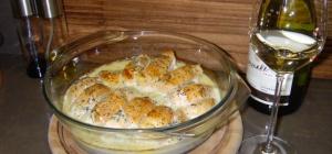Куриная грудка в сливочном соусе с маком