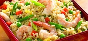 Как приготовить жареный рис с креветками