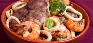 Как приготовить катапалану со свининой и морепродуктами
