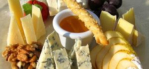 Как правильно подавать сырную тарелку