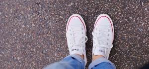 Как подобрать кроссовки к джинсам