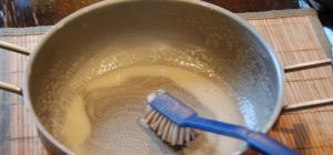 Как почистить кухонную утварь