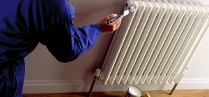 Как качественно покрасить трубы и радиаторы отопления