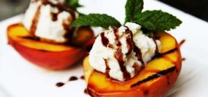 Как приготовить персики на гриле со взбитыми сливками