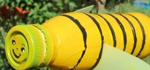 Как сделать пчелу из пластиковых бутылок для цветника
