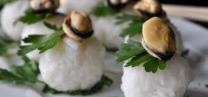 Нигири-суши с мидиями и петрушкой