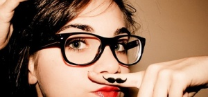 Усы у девушек: причины возникновения